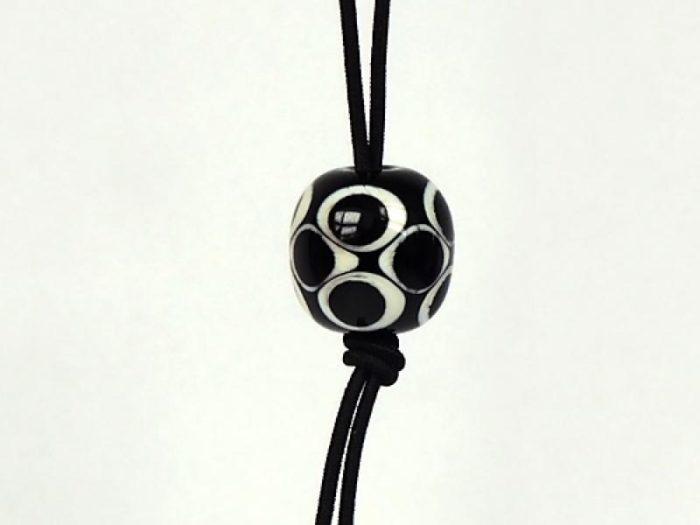 Perle Schwarz-Weiß